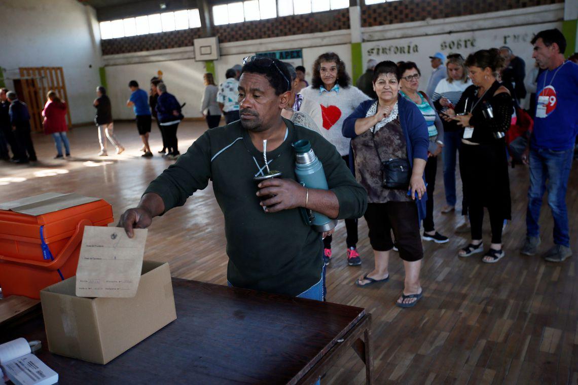 2019 11 24t112407z 363989116 rc2nhd9szkp7 rtrmadp 3 uruguay election - Uruguai elege hoje, em segundo turno, novo presidente