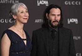 Keanu Reeves assume namoro pela primeira vez após 20 anos