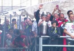 Flamengo comemora título com torcida pelas ruas do Rio de Janeiro – ASSISTA!