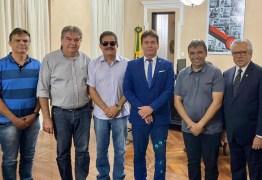 Tião Gomes faz visita de cortesia ao governador em exercício e trata da reestruturação dos cartórios