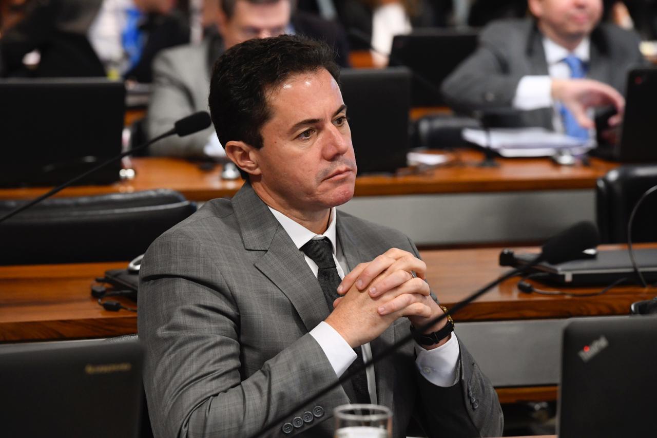 COMISSÃO DE EDUCAÇÃO: Projeto do Senador Veneziano que isenta estudantes de pagarem por passaporte está pronto para votação