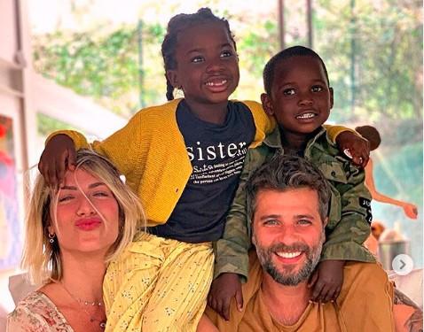 """AAIdYM7 - """"Sei o que é ser mãe de crianças negras"""", declara Giovanna Ewbank"""
