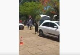 """Funeral de assaltante tem """"funk proibidão"""" e fogos de artifício – VEJA VÍDEOS"""