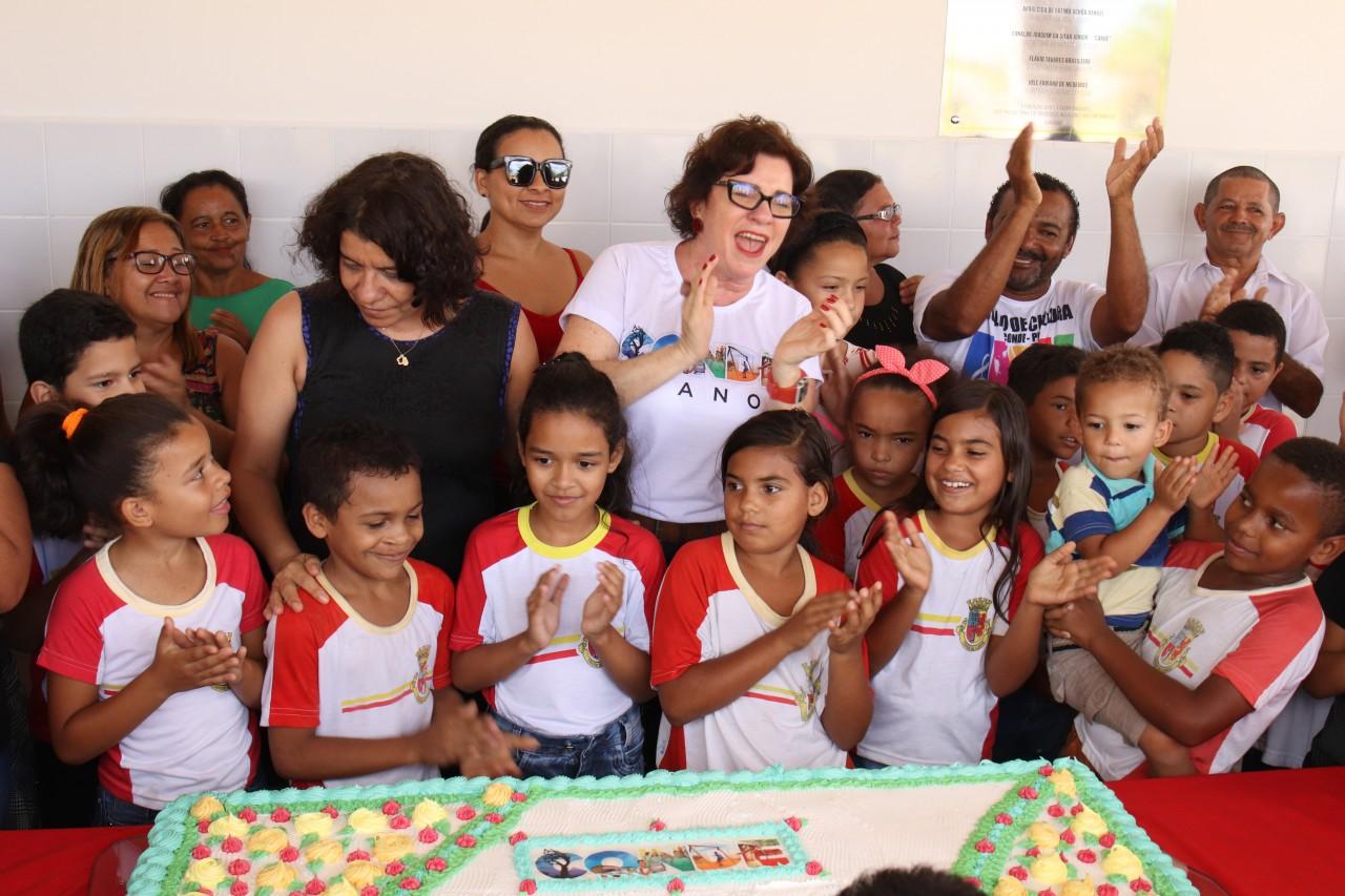 Entrega Pedro Gondim - Em clima de festa, prefeita Márcia Lucena entrega reforma e ampliação da Escola Municipal Pedro Gondim