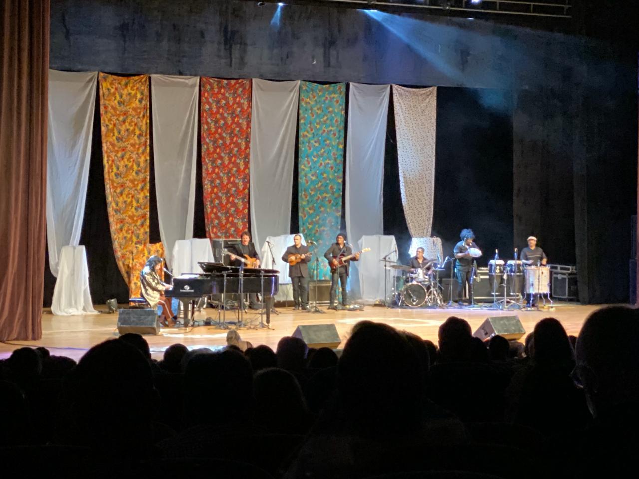 WhatsApp Image 2019 11 22 at 21.29.25 - Show de Benito Di Paula reúne 2 mil pessoas no Teatro a Pedra do Reino: cantor chama criança e fã com parkinson para cantar - VEJA VÍDEOS