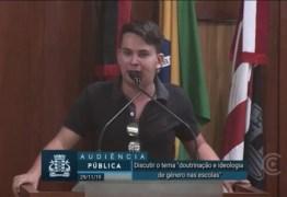 Professor homossexual critica ativismo 'LGBTQ' e defende Bolsonaro na Câmara de JP; VEJA VÍDEO