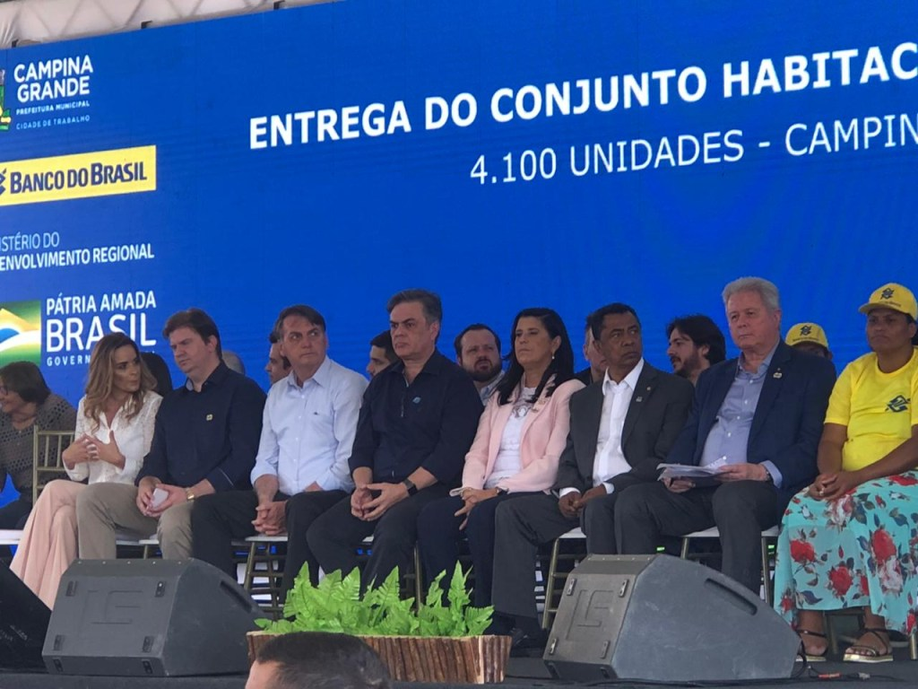 a02ebb5f 3186 4cfc 9da4 6c37260a8239 1024x768 - 'ROUBOU' A CENA: Cássio é ovacionado durante chegada à solenidade de entrega do Aluízio Campos - VEJA VÍDEO