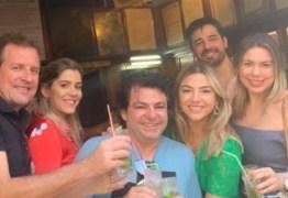 """""""Novo amor"""": menos de um ano após ser denunciado por agressão, prefeito de Sousa curte viagem a Cuba em clima de romance"""