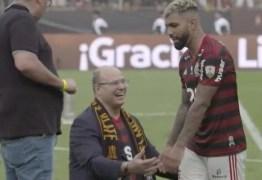 DESPREZADO, ESNOBADO: Governador do Rio se ajoelha diante de Gabigol e é ignorado – VEJA VÍDEO