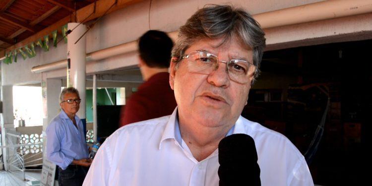 joao cz 750x375 - 'DEMOCRACIA, SEMPRE! DITADURA, NUNCA MAIS!': João Azevêdo anuncia desfiliação do PSB após entrevista de Ricardo Coutinho