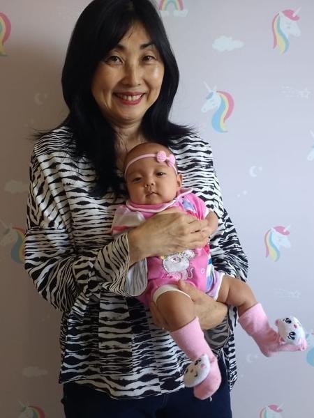 marina yumiko fujita que engravidou aos 57 anos e filha pietra 1574376215132 v2 450x600 - 'SONHO DE SER MÃE': Mulher engravida aos 57 anos, depois de ter menopausa