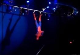Trapezista cai de altura de 3 metros durante apresentação de circo – VEJA VÍDEO