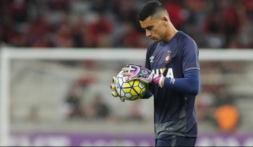 1544126868 121975713 810x471 - Goleiro paraibano quebra domínio do Flamengo e é escolhido para seleção do Campeonato Brasileiro 2019