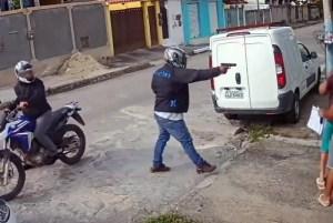 1 saogonca 14713373 300x201 - IMAGENS FORTES: vídeo mostra execução de assessor de vereador; veja