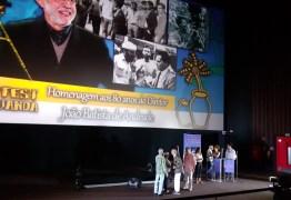 O HOMEM QUE VIROU SUCO & 'FORA, BOLSOBARO': Homenagem a cineasta no Fest Aruanda repercute nacionalmente após manifestação contra presidente