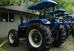 DESPERDÍCIO DO DINHEIRO: Veículos comprados por órgãos públicos se deterioram em pátio do Incra