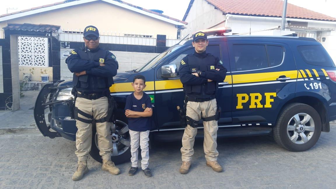 2d152ec5 d619 40c4 b6bb b530768796b7 - SURPRESA: Na Paraíba, menino realiza sonho de ter a PRF em aniversário de 8 anos