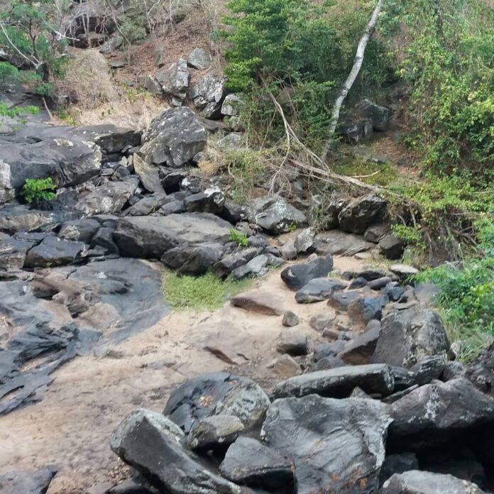 71595381 3324850264252072 7929334360921079808 o 1 696x696 - DESCASO: Cachoeira do Roncador está degradada e com volume baixo