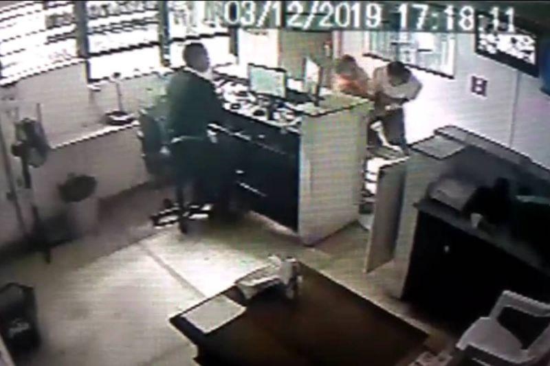 85bdd440 1759 11ea b8df 6eb9559df320 - Advogada é agredida por vizinho após receber encomenda por engano