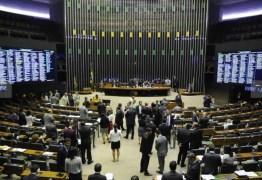 R$ 3,8 BILHÕES: Congresso quer tirar verba de saúde e infraestrutura para inflar fundo eleitoral