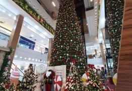 Manaira e Mangabeira Shopping abrem mais cedo para que crianças autistas e com necessidades especiais visitem o Papai Noel