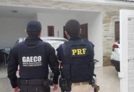 Manifestantes realizam ato em apoio a deflagração da Operação Calvário