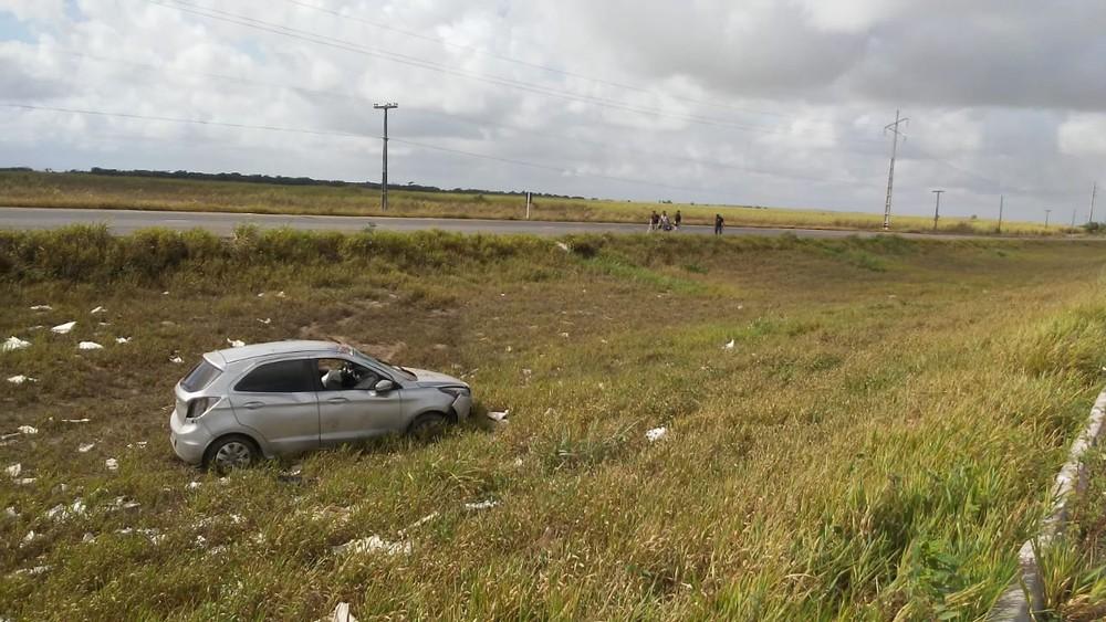 acidente morte br 230 - BR-230: homem morre após perder controle da direção e capotar veículo, em Santa Rita