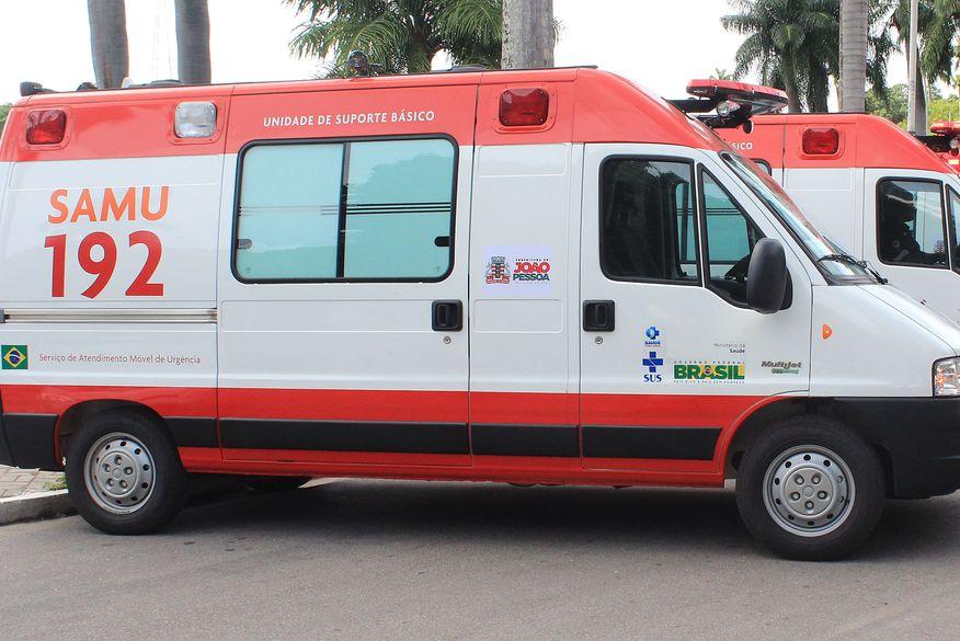 ambulancia do samu walla santos - Uma pessoa morre e outras cinco ficam feridas em acidente entre carros próximo a São Bentinho e Pombal