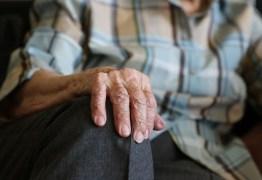 HIV AOS 59 ANOS: como é a vida de um idoso com o vírus?