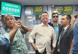 Bolsonaro joga na Mega-Sena da Virada em lotérica em Brasília – VEJA VÍDEO