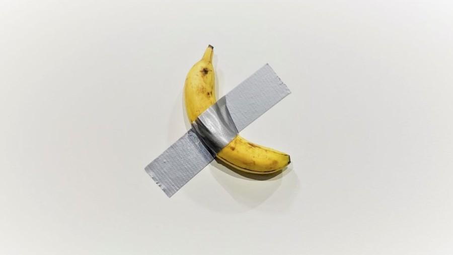 comedian obra de maurizio cattelan a venda na art basel em miami beach 1575642153183 v2 900x506 - Obra de banana com fita adesiva é vendida por R$ 500 mil em feira nos EUA