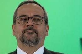 Ministro da Educação compartilha mensagem: 'Bolsonaro traiu Moro e o povo'