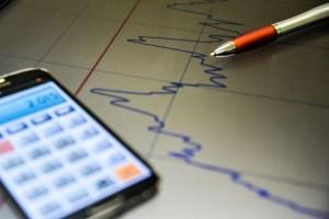 economia ilustracao 2 300x200 - Aumento do trabalho por conta própria está relacionado a aplicativos