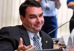 Ministério Público aponta que Flávio Bolsonaro omitiu transação de R$ 350 mil