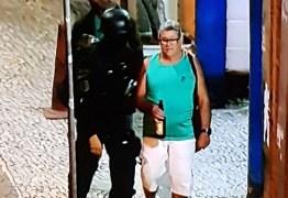 Refém sai de sequestro com garrafa de cerveja na mão e viraliza – VEJA VÍDEO