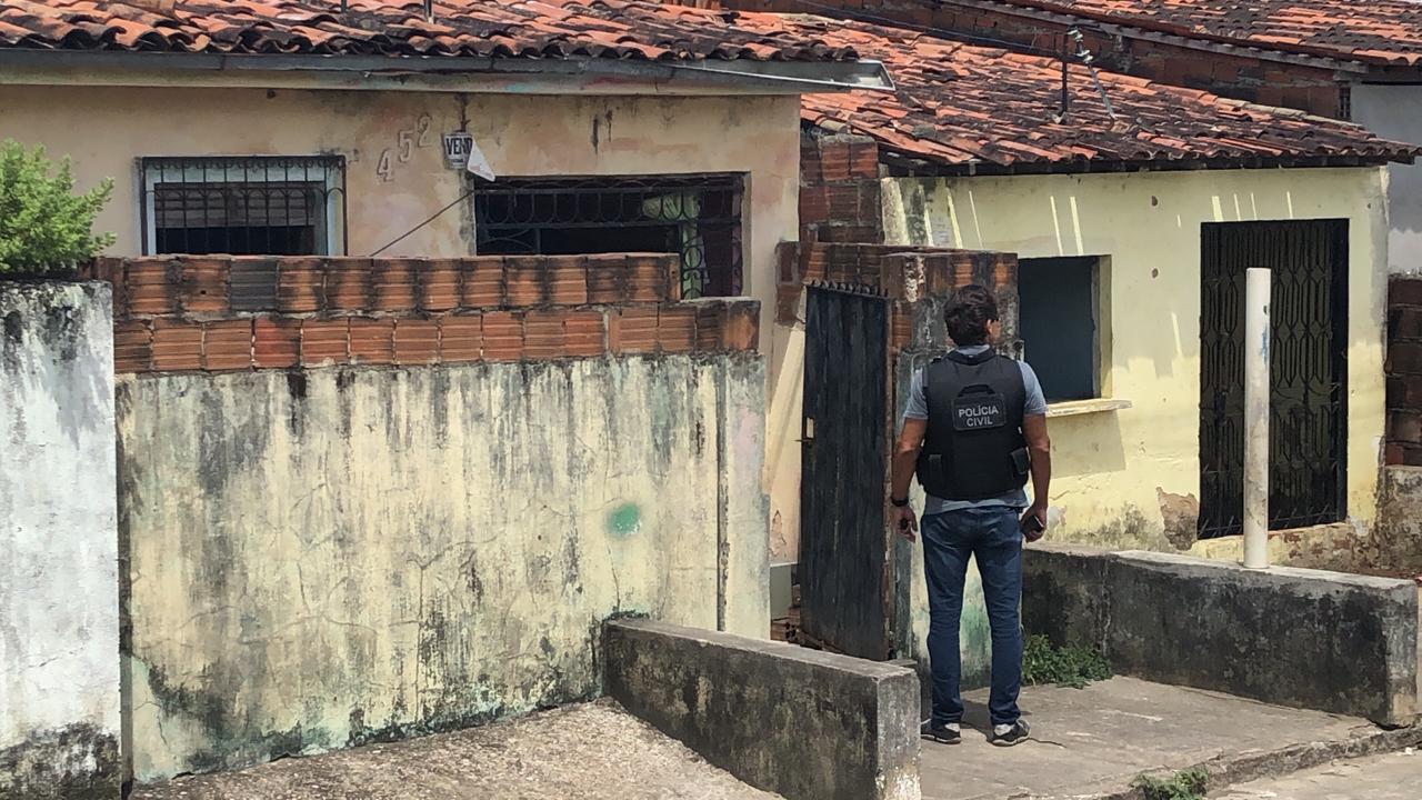 homicidio - Jovem é assassinado com tiros e facadas dentro da casa da sogra na Grande JP