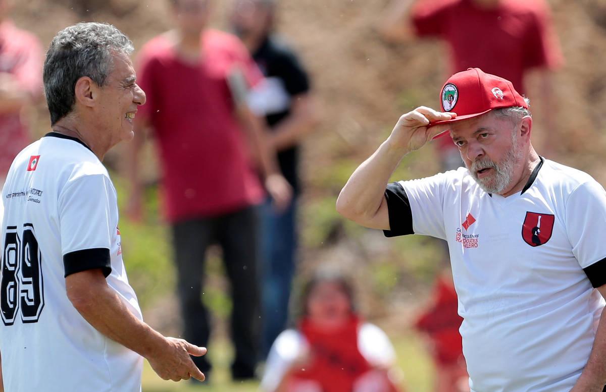lula - Lula jogará futebol com Chico Buarque em campo do MST