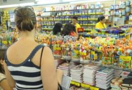 Pais formam grupo e fazem compra coletiva para economizar nos materiais escolares
