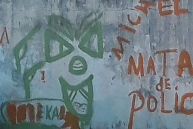 pichação 620x414 - Jovens furtam tinta da Cagepa e picham frases pró-crime em quadra municipal