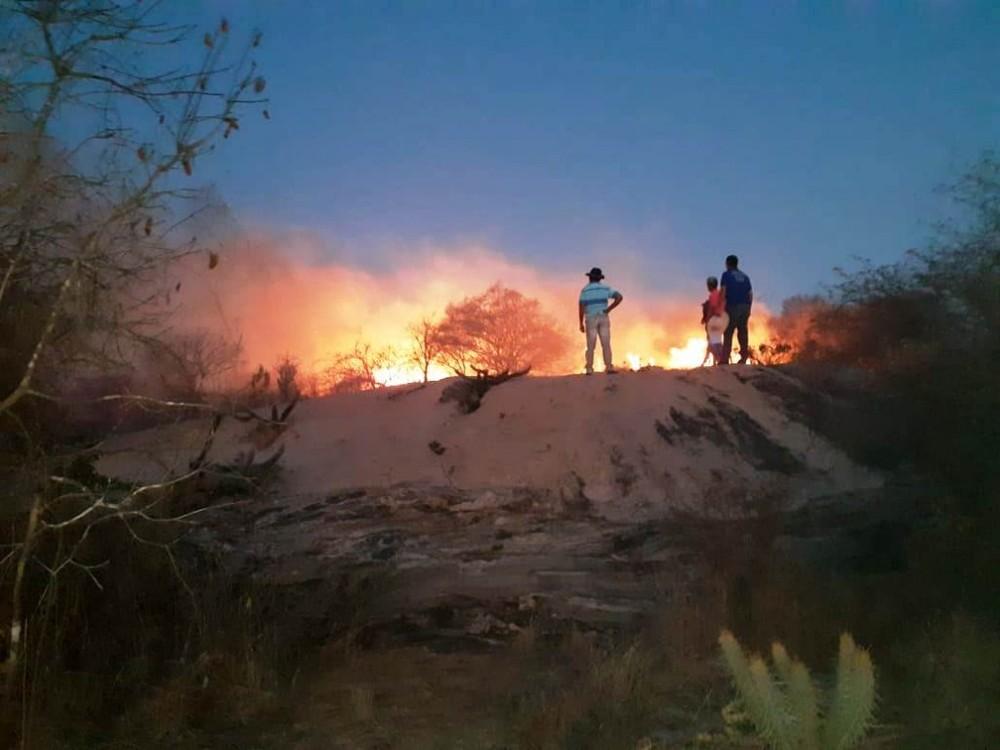 secom pmm - No Cariri da Paraíba: Incêndio de grandes proporções atinge zona rural de Monteiro