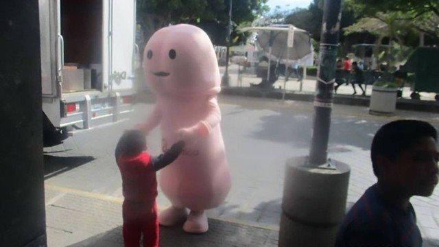 xblog penis.jpg.pagespeed.ic .u5iN77vEaX - Mascote anti-HIV com forma de pênis é banido de cidade