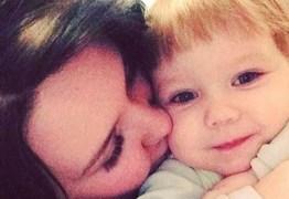 Criança de três anos morre de fome após mãe deixar filha sozinha em casa por sete dias, para ir a festas