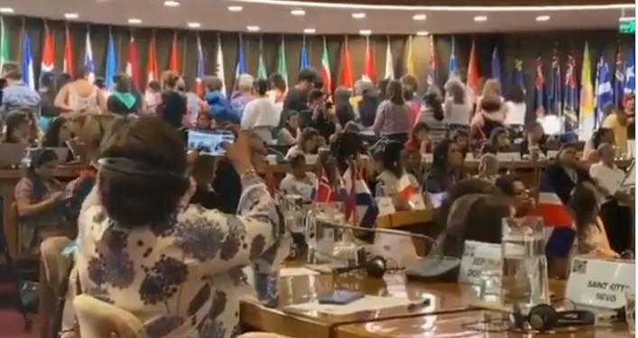 Capturar 63 - Ministra Damares Alves é alvo de protesto na Conferência Regional da Mulher da América Latina - VEJA VÍDEO