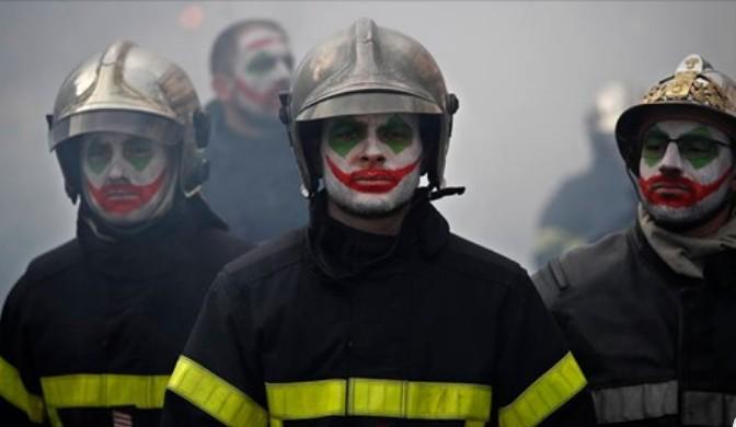 Capturar3 2 - CONTRA A REFORMA DA PREVIDÊNCIA: Bombeiros enfrentam a polícia durante manifestação em Paris