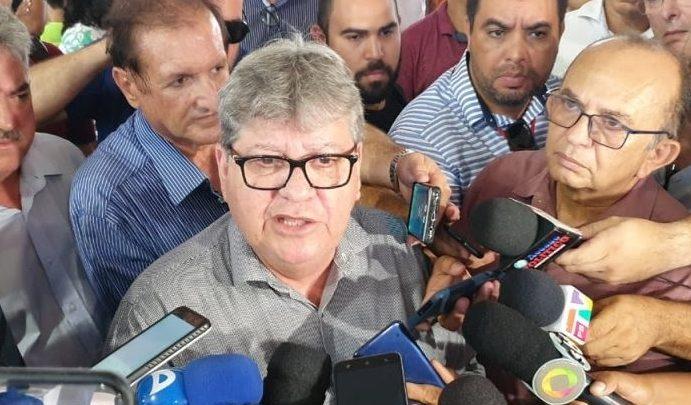 João Azevedo e1578929073646 691x405 - R$340 MILHÕES: João Azevedo anuncia aumento de 5% para todas as categorias