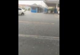 30 MINUTOS DE CHUVA: Cidade da região de Cajazeiras registra alagamentos após pancada de chuva – VEJA VÍDEOS