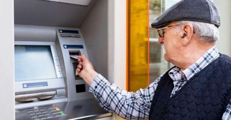 idoso shutterstock - Após idosos sofrerem golpes, Justiça condena banco por 'falha de segurança'