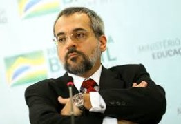Ministro da Educação divulga fake news sobre jornalista e depois se desculpa