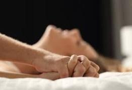 Idosa de 64 anos marca encontro pela internet e morre em motel após relação