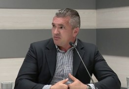Julian Lemos acusa Carlos Bolsonaro de colocar democracia brasileira em perigo